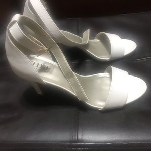 White heels like new! Barely worn! Size 8